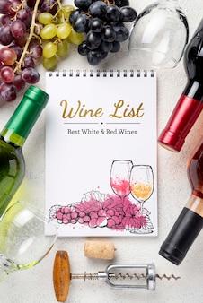 Marco con uvas frescas para vino