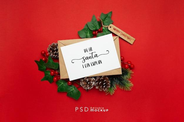 Maretak en kerstcadeaus op rood