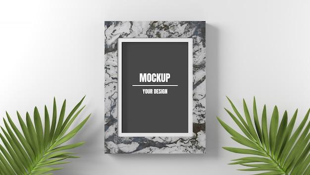 Marmeren fotolijst mockup met palmbladeren op witte achtergrond