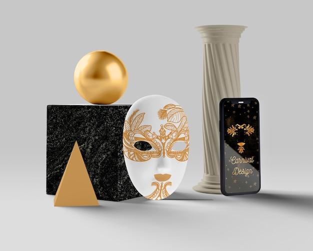 Máscara dorada para carnaval con maqueta