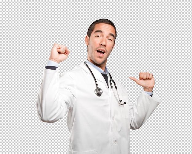 Medico fiero contro priorità bassa bianca
