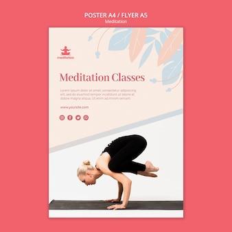 Meditatie klassen poster sjabloon met foto van vrouw uitoefenen