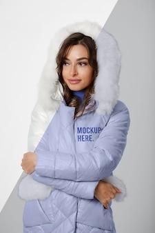 Medium shot vrouw met jasje
