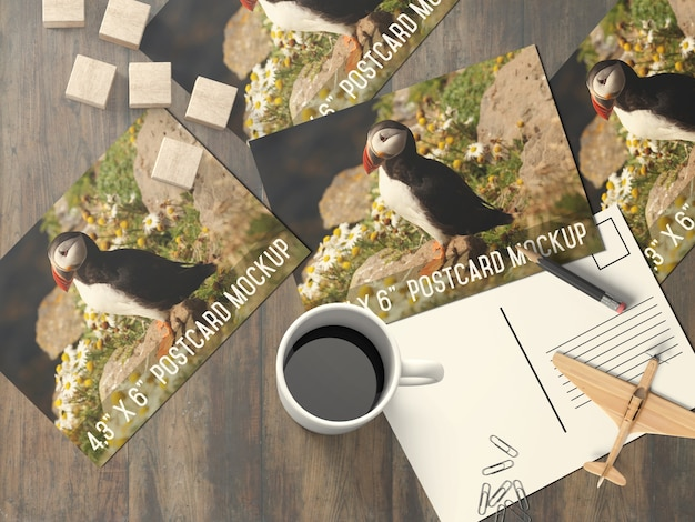 Meerdere ansichtkaart op bureaublad mock up