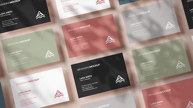 Meerdere kleurrijke visitekaartjes mockup in 3d-rendering