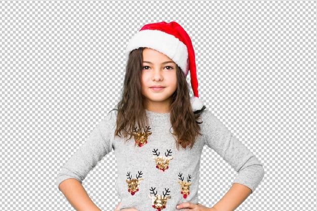 Meisje het vieren kerstmisdag het zekere houden van handen op heupen.