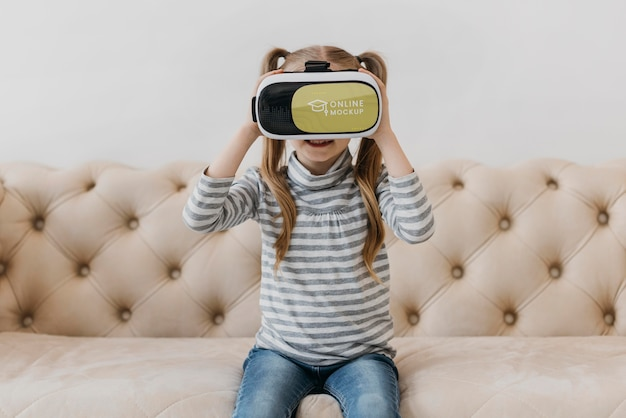 Meisje met virtual reality headset