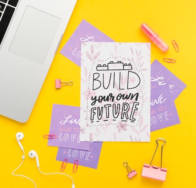 Mensaje inspirador en notas adhesivas