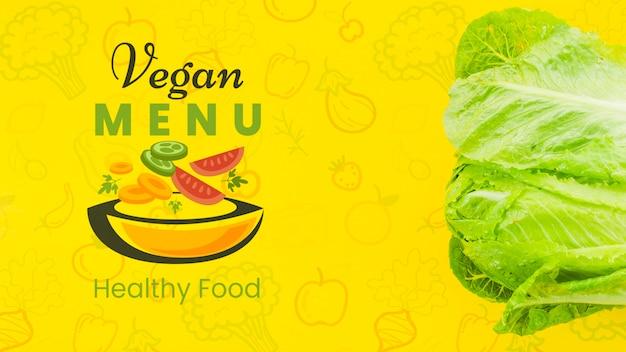 Menú vegano con ensalada saludable