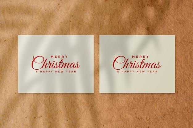 Merry christmas wenskaart mockup met palmbladeren schaduw