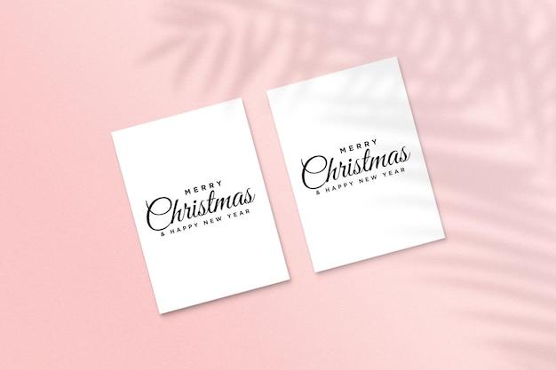 Merry christmas wenskaart mockup psd met palmbladeren schaduw
