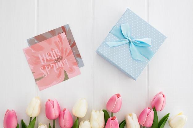 Messaggio carino su carta quadrata natura primavera concetto mockcup