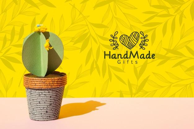 Met de hand gemaakte document cactus met pottenachtergrond