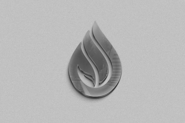 Metalen logo op een grijze achtergrond