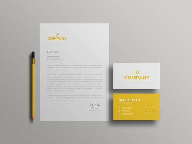 Minimaal briefpapier met mockup voor visitekaartjes
