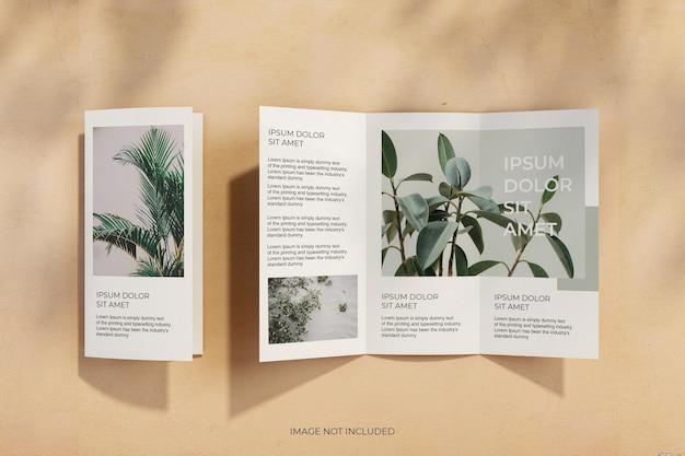 Minimaal driebladig brochuremodel