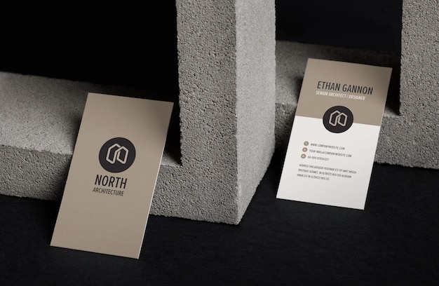 Minimaal visitekaartje mockup met betonblok
