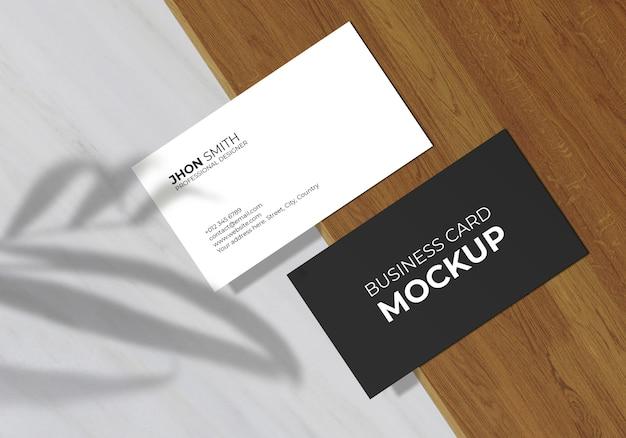 Minimaal visitekaartje mockup met bladschaduw