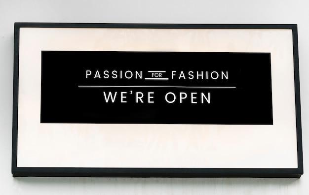 Minimal sign maqueta para una boutique de moda.