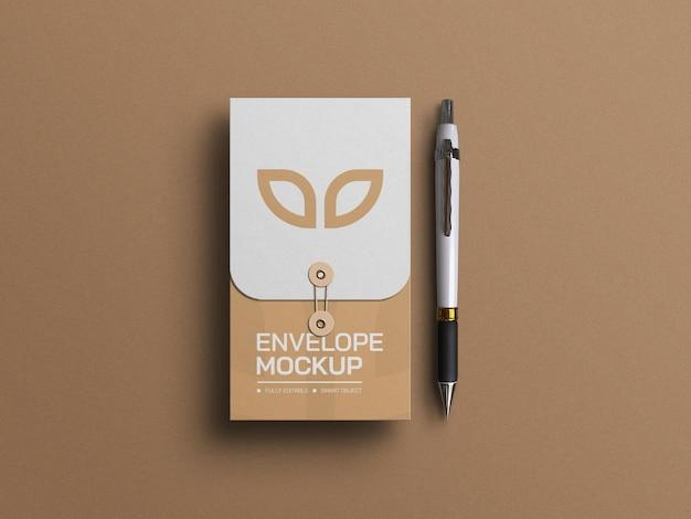 Minimale envelop briefpapier en pen mockup