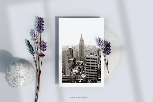 Minimale flyerposter met bloemmodel