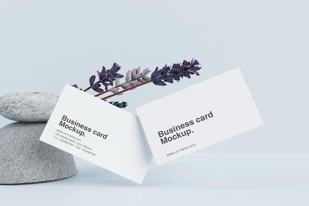 Minimale kaart met stenen en bloemmodel
