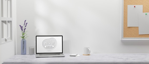 Minimale werkruimte met laptop smartphone bloemenvaas en prikbord in de kamer 3d-rendering