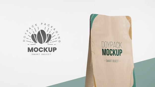 Minimalistisch assortiment doypack-mock-up