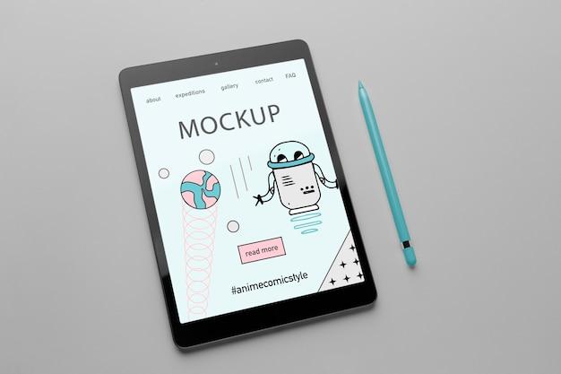 Minimalistisch ontwerpmodel met tablet en styluspen
