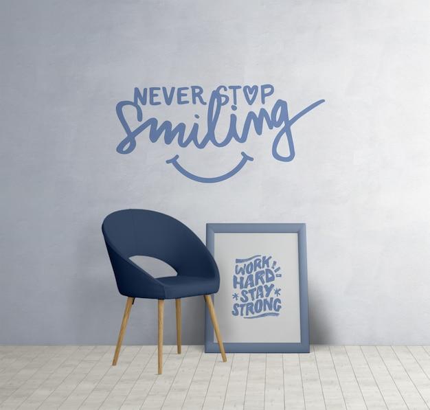 Mobiliario minimalista con citas motivacionales.