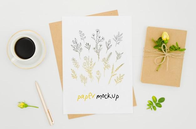 Mock-up botanico di piante e caffè