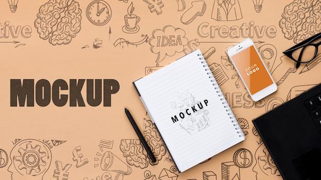 Mock-up bureau concept met telefoon op tafel