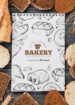 Mock-up cornice di pane con il taccuino