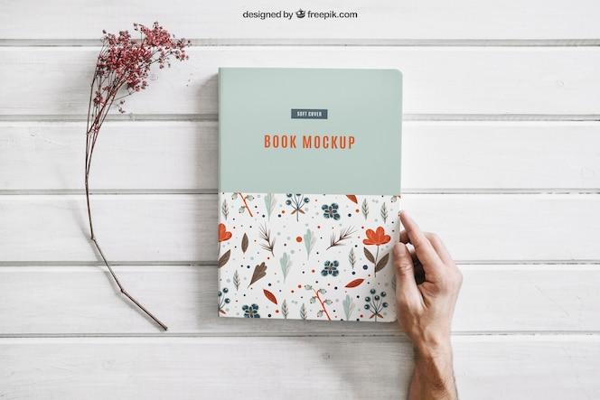 Mock up de libro con flor