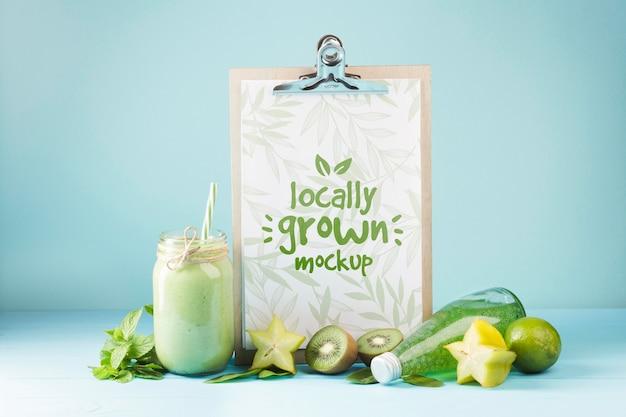 Mock-up del concetto di succo e frullato