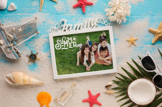Mock-up della cornice della foto di vacanza della famiglia