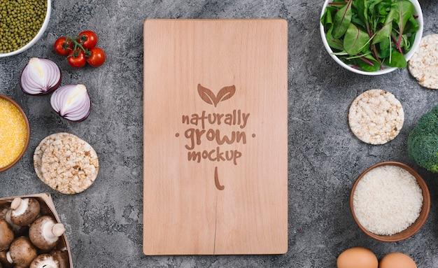 Mock-up di cibo vegano di verdure e ingredienti