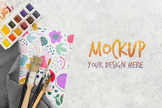 Mock-up di concetto di scrivania dell'artista