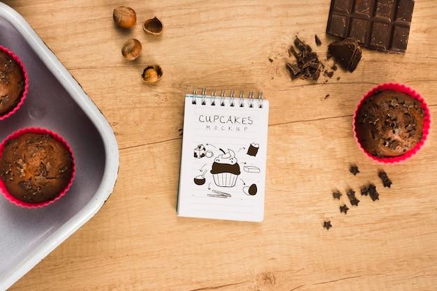 Mock-up di deliziosi muffin al cioccolato