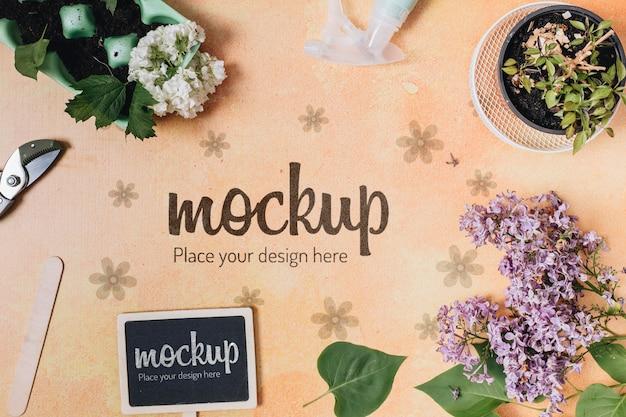 Mock-up di sfondo piatto laici con elementi di giardinaggio
