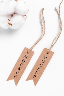 Mock-up dunne prijskaartjes hangen