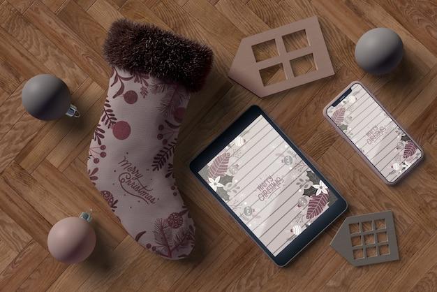 Mock-up elektronisch apparaat op de vloer