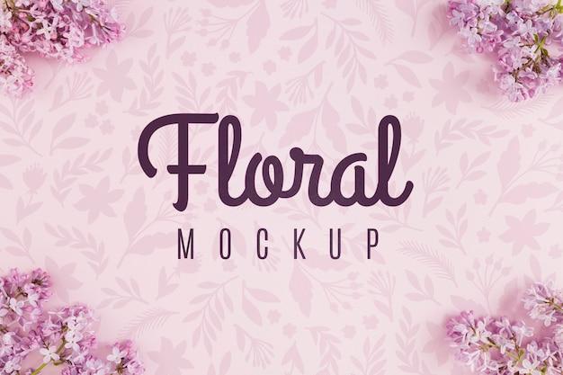 Mock-up floreale vista dall'alto con fiori viola