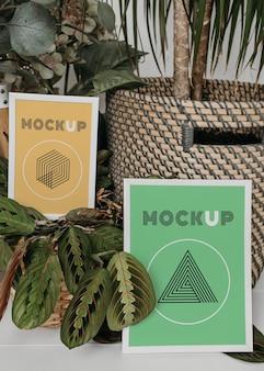 Mock-up frame naast planten