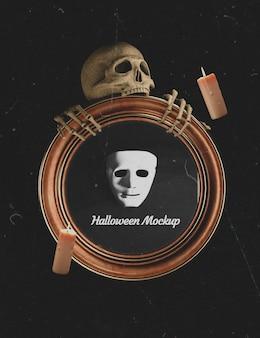 Mock-up frame wordt vastgehouden door een halloween skelet