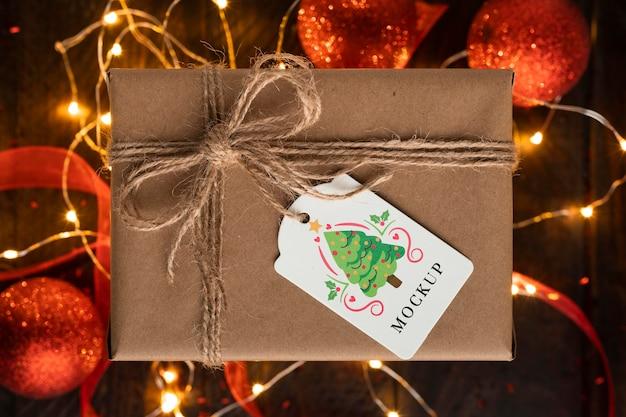 Mock-up kerstcadeau met touwbogen