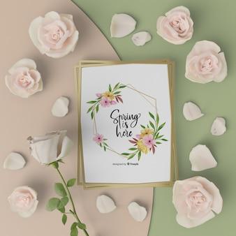 Mock-up lente kaart met 3d bloeiende bloemen