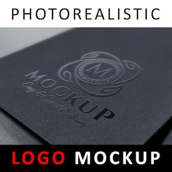 Mock up de logo: impresión de manchas uv en papel negro