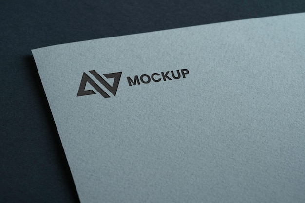 Mock-up logo ontwerp bedrijf op wit document