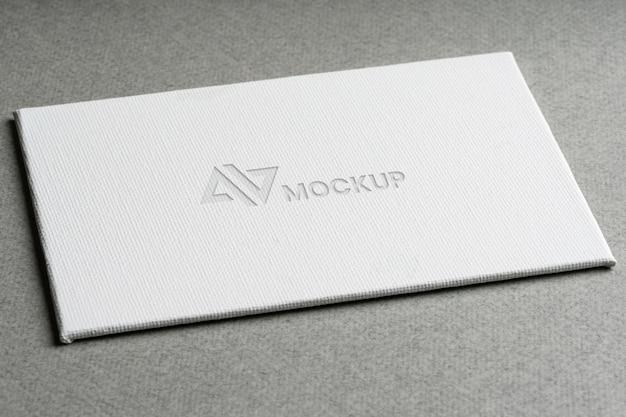 Mock-up logo-ontwerp voor hoge bedrijfsweergave